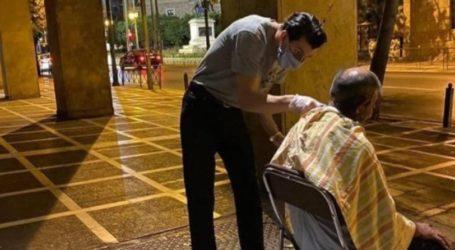 Tρεις κουρείς βγήκαν στους δρόμους της Αθήνας και περιποιήθηκαν άστεγους (pic)