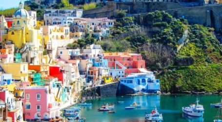 Procida: Το πολύχρωμο νησί της Ιταλίας που μοιάζει βγαλμένο από παραμύθι!