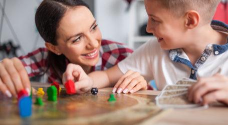 Επιτραπέζια παιχνίδια: Τα σημαντικά οφέλη που προσφέρουν στο παιδί
