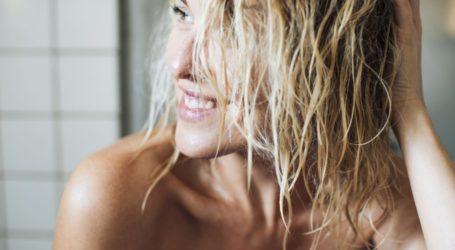 Ελαιόλαδο στα μαλλιά: Πώς θα το χρησιμοποιήσουμε σωστά για φυσική ενυδάτωση