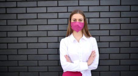 Τα κόλπα κατά της άσχημης αναπνοής μέσα στη μάσκα