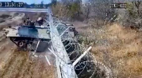 Μεθυσμένοι στρατιώτες έπεσαν με τανκ πάνω σε φράχτη αεροδρομίου και τον γκρέμισαν (vid)