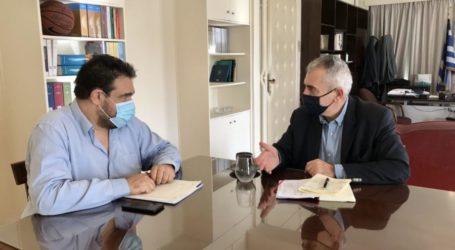 Συνάντηση Χαρακόπουλου με Υφυπουργό Εσωτερικών: Προσλήψεις εξπρές και επιπλέον χρήματα για δρόμους στα Φάρσαλα