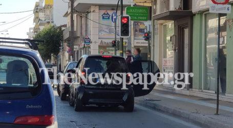 Βόλος: Σύγκρουση αυτοκινήτων στη διασταύρωση Παγασών και 2ας Νοεμβρίου