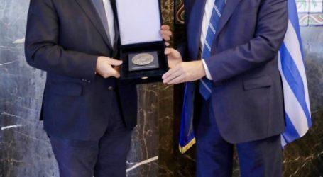 Συγχαρητήρια Τασούλα στον νέο ΓΓ της ΔΣΟ Μάξιμο Χαρακόπουλο