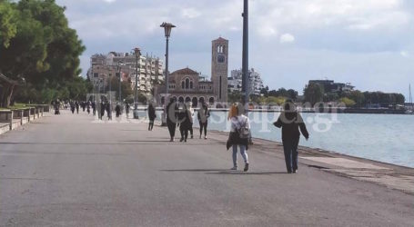 Lockdown: Κυριακάτικη βόλτα στην παραλία για εκατοντάδες Βολιώτες – Δείτε εικόνες