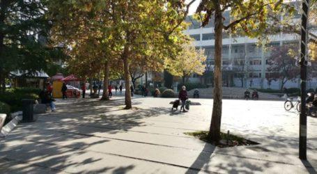 Ηλιόλουστη μέρα και ελαφρώς αυξημένη κίνηση σήμερα στο κέντρο της Λάρισας (φωτο)