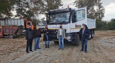 Νέο φορτηγό προμηθεύτηκε ο Δήμος Ρήγα Φεραίου