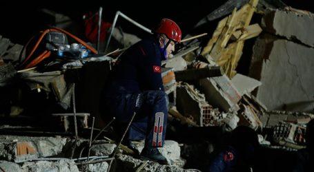 42 νεκροί, και 896 τραυματίες