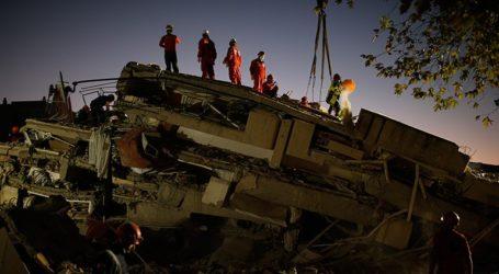 Τουλάχιστον 62 οι νεκροί και 940 οι τραυματίες από τον σεισμό