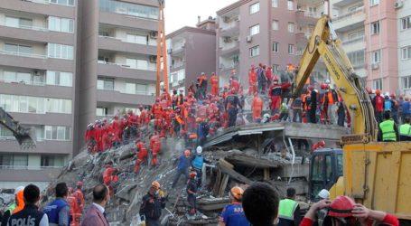 Τους 76 νεκρούς έφθασε ο μέχρι τώρα απολογισμός των θυμάτων του σεισμού