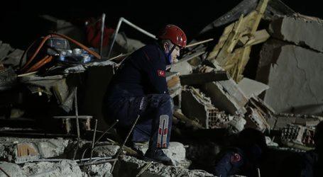 Τουρκία: Tρίχρονο κορίτσι διασώθηκε 65 ώρες μετά τον σεισμό