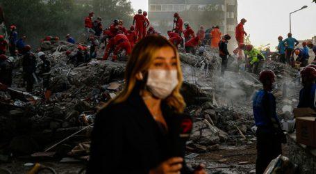Έφτασαν τους 100 οι νεκροί από τον σεισμό