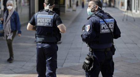 Η αστυνομία συνέλαβε έναν άνδρα ο οποίος περιφερόταν στο Παρίσι κρατώντας ματσέτα