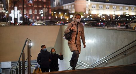 Νέο ημερήσιο ρεκόρ θανάτων και κρουσμάτων κορωνοϊού στη Ρωσία