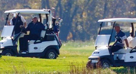 Ο Τραμπ έπαιζε γκολφ όταν ο Μπάιντεν αναδεικνυόταν νικητής