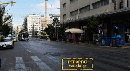 Άδειοι οι δρόμοι του Πειραιά την τρίτη ημέρα του lockdown