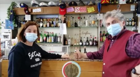 Το καφέ στην Τοσκάνη που ο κορωνοϊός χώρισε στα δύο