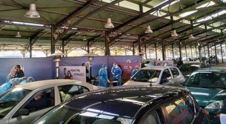 Ουρές αυτοκινήτων για τεστ κορωνοϊού στη Λάρισα