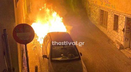 Στις φλόγες σταθμευμένο αυτοκίνητο στην Άνω Πόλη