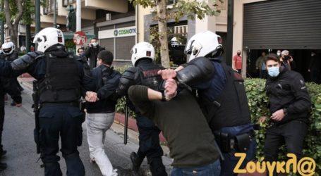 Αφέθηκαν ελεύθεροι οι 7 προσαχθέντες μέλη του ΚΚΕ μετά από έντονη διαμαρτυρία της ηγεσίας του κόμματος