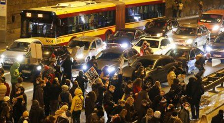 Είκοσι άνθρωποι βρίσκονται υπό κράτηση μετά τη διαδήλωση κατά του νόμου για τις αμβλώσεις στην Πολωνία