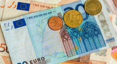 Ενισχύεται οριακά το ευρώ