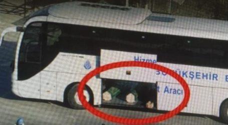 Φορτώνουν τους νεκρούς απόCovid-19 σε τουριστικά λεωφορεία