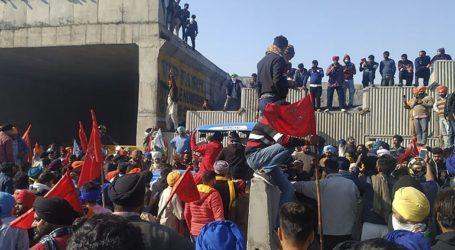 Συμπλοκές μεταξύ αστυνομίας και αγροτών που διαμαρτύρονται κατά μιας σειράς νέων νόμων