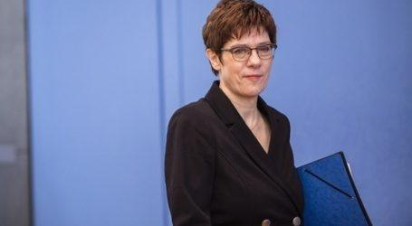 Η Κραμπ-Καρενμπάουερ συμπεριφέρθηκε σαν «μαθήτρια του δημοτικού»
