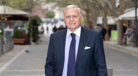 Προκλητικός ο αντιδήμαρχος Αθηναίων που δεν θα πάει στο Μπάντεν Μπάντεν με την Aston Martin του
