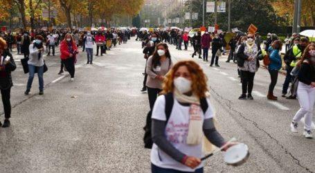 Γιατροί και νοσηλευτές διαδήλωσαν κατά των περικοπών στον τομέα της Υγείας