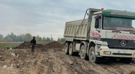 Απομακρύνει τα υλικά που είχαν σωρευτεί λόγω του Ιανού ο δήμος Φαρσάλων
