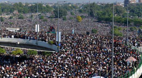 Τεράστιο πλήθος στην κηδεία ισλαμιστή ιμάμη εν μέσω κύματος κορωναϊού