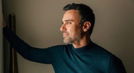 Ο Γιώργος Καπουτζίδης δηλώνει: «Φαντάζομαι δεν μάθατε το 2020 ότι είμαι gay»