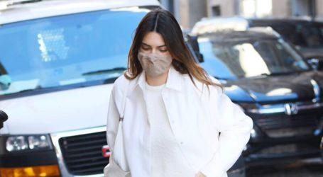 Η total white εμφάνιση της Kendal Jenner στους δρόμους της Νέας Υόρκης