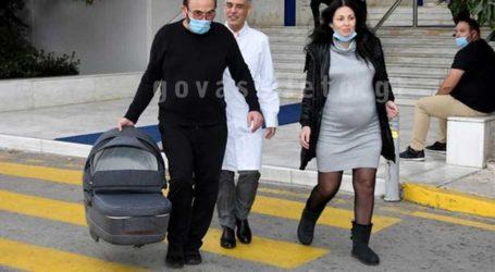 Σταμάτης Γονίδης-Κατερίνα Κουργιουξίδου: Επιστροφή στο σπίτι με το μωρό!