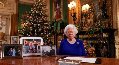 Βασίλισσα Ελισάβετ: Πόσα σύνολα συνηθίζει να φορά την ημέρα των Χριστουγέννων;