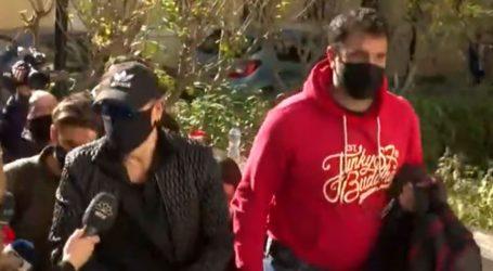 Βίντεο: Με χειροπέδες στην Ευελπίδων ο Νότης Σφακιανάκης