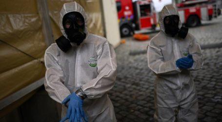 Οι χώρες προετοιμάζουν τις εκστρατείες εμβολιασμού, ενώ συνεχίζεται η επέλαση της επιδημίας
