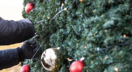 Έρχονται Χριστούγεννα: Στολίζουν δειλά δειλά οι Βολιώτες [εικόνες]