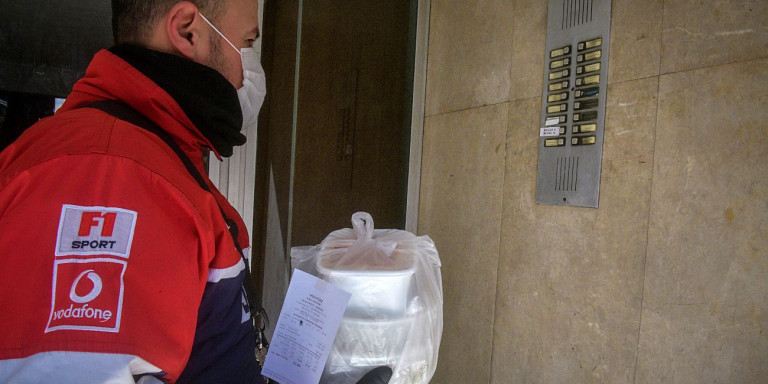 delivery nteliveras nteliberas maskes koronoios metra 13 11 2020 0