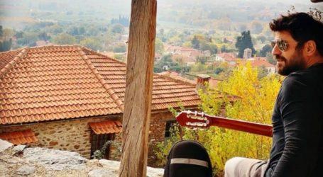 Καραντίνα στη Λάρισα για τον Αλέξη Γεωργούλη και βόλτα στο Μεταξοχώρι Αγιάς με την κιθάρα του (φωτο)
