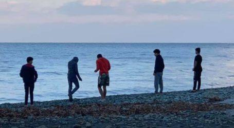 Από την Καρίτσα στο Κόκκινο νερό 40 έφηβοι πρόσφυγες – Κυκλοφορούν χωρίς μέτρα ασφαλείας, αντιδρούν οι κάτοικοι (φωτό)