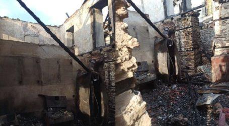 Κάηκε ολοσχερώς σπίτι στη Μελιβοία – Ήταν γνωστού ιδιοκτήτη καφετέριας στη Λάρισα και πρώην δημοτικού συμβούλου (φωτογραφίες)