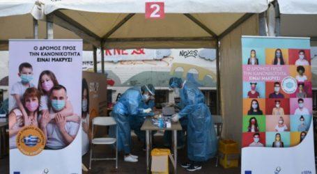 «Drive through testing» για τον κορωνοιό από κλιμάκια του ΕΟΔΥ στη Σκεπαστή Αγορά της Νεάπολης στη Λάρισα