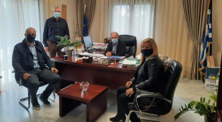 Συνάντηση Γιώργου Μανώλη με Νίκο Λιούπα στο Δημαρχείο Μακρυχωρίου