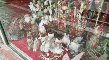 Λάρισα: Χριστουγεννιάτικο σκηνικό χωρίς… θεατές (φωτο)