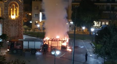 Βόλος: H στιγμή που η φάτνη τυλίγεται στις φλόγες – Δείτε βίντεο