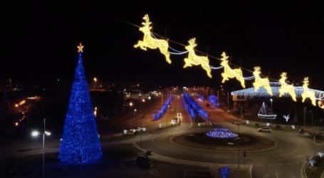 Ο Χριστουγεννιάτικος Βόλος μάς μαγεύει! – Δείτε εναέρια βίντεο από τη στολισμένη πόλη